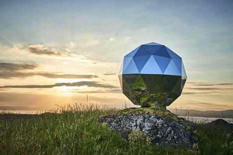 Rocket Labin julkistamassa kuvassa Humanity Star -satelliitti on vielä maan pinnalla.
