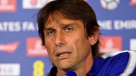 Antonio Conten epäillään olevan lähtökuopissa Chelseasta.
