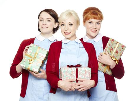 Barbara (Charlotte Ritchie), Trixie (Helen George) ja Patsy (Emerald Fennell) ovat kätilöitä Itä-Lontoossa.