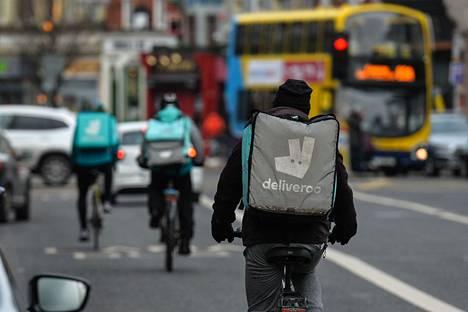 Deliveroon lähettejä Dublinissa. Deliveroo toimii Britanniassa noin 150 paikkakunnalla ja aikoo tänä vuonna laajentaa toimintaa vielä 100 uudelle paikkakunnalle.