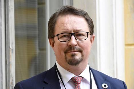 THL:n terveysturvallisuusosaston johtaja Mika Salminen suosittelee välttämään joulunaikaan isoja sukukokoontumisia.