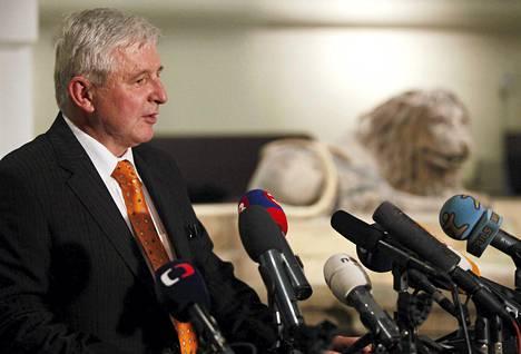 Tšekin pääministeri Jiri Rusnok ilmoitti erostaan heti äänestyksen jälkeen.