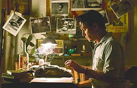 Johnny Depp näyttelee rommia siemailevaa toimittajaa, joka haluaisi olla kirjailija.