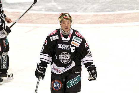 Ville Vahalahti toimi vielä viime kaudella TPS:n kapteenina.