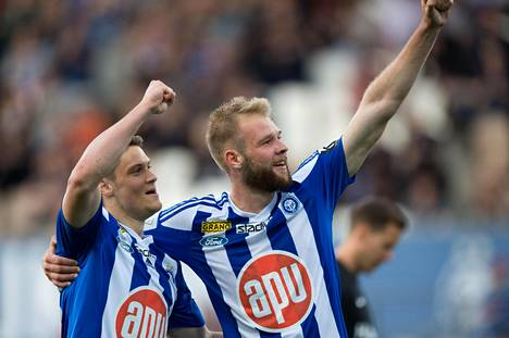 HJK:n Filip Valenčič ja Joao Klauss De Mello tuulettivat Klubin maalia Interiä vastaan toukokuussa.