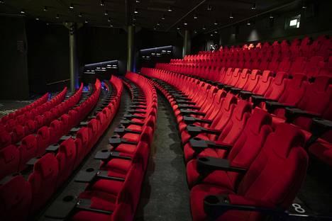 Koronaviruspandemia on kohdellut kaltoin kulttuuri- ja tapahtuma-alaa. Kuvassa Finnkinon elokuvateatterisali Tennispalatsissa.
