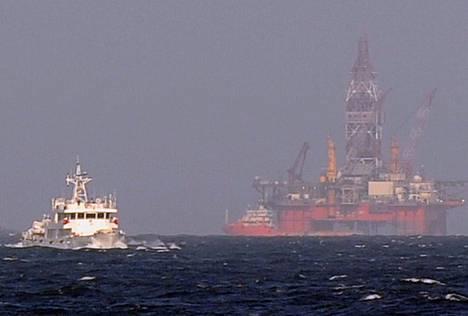Kiinan rannikkovartioston alus suojeli toukokuussa kiinalaista öljynporauslauttaa kiistellyllä alueella Etelä-Kiinan merellä.
