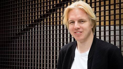 Ensikertalainen Antti Rönkä kirjoittaa enimmäkseen järkyttävän mutta toisinaan myös riemullisen tarkasti.