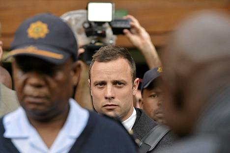 Oscar Pistoriusta uhkaa pitkä vankeustuomio murhasta.