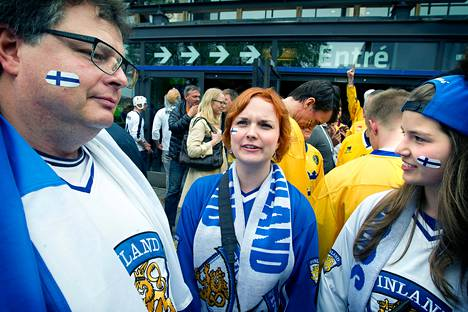 Olli, Saara ja Siiri Jääskeläinen olivat katsomassa Suomen jääkiekkopeliä Tukholman Globenissa lauantai-iltana.