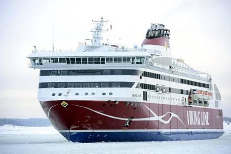 Helsinki–Tallinna-reitillä liikennöivä Viking XPRS -alus saapui Helsingin Katajanokan laituriin tammikuussa 2016.