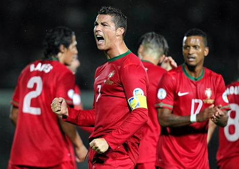 Portugalilainen Cristiano Ronaldo valittiin viime vuoden parhaaksi jalkapalloilijaksi maailmassa.