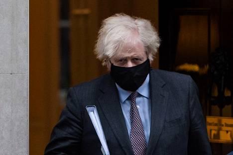 Britannian pääministeri Boris Johnson lähti Downing Streetin työhuoneeltaan kertomaan koronarajoitusten höllentämissuunnitelmastaan 22. helmikuuta.