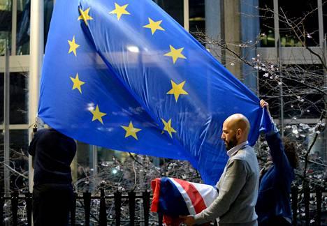 Britannian lippu korvattiin EU-lipulla Euroopan parlamentin edustalla 31. tammikuuta.