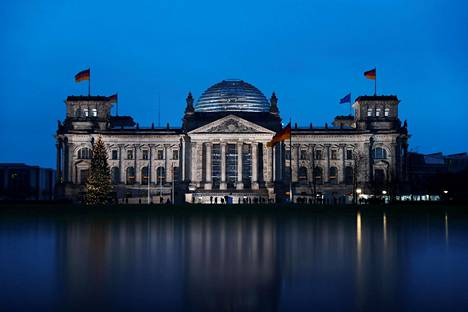 Hakkerit ovat onnistuneet tunkeutumaan Saksan hallituksen tietoverkkoon haittaohjelmalla. Mediatietojen mukaan hyökkäyksen taustalla on sama hakkeriryhmä, joka vakoili liittopäiviä vuonna 2015. Kuvassa on liittopäivien rakennus.
