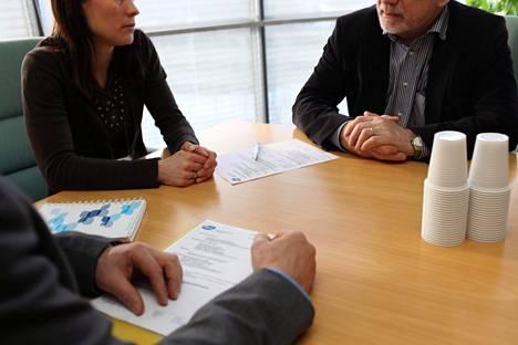 Lainsäädännön tasa-arvoisuutta tutkittiin kahdeksassa osa-alueessa, jotka vaikuttavat naisten päätöksentekoon työuran eri vaiheissa.