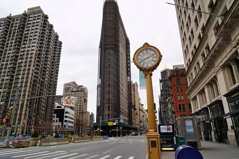 New Yorkin kadut hiljentyivät sen jälkeen kun viranomaiset ilmoittivat osa-valtioon hätätilan.