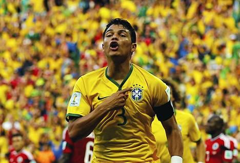 Brasilian kapteeni Thiago Silva teki avausmaalin puolivälierässä Kolumbiaa vastaan. Myöhemmin hän hölmöili itsensä ulos välieräottelusta.