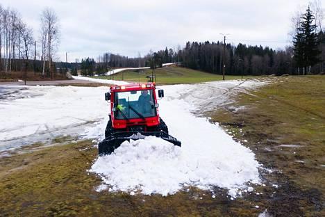 Latupohjien tekoa Hakunilassa tammikuussa 2020.