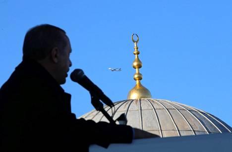 Turkin presidentti Recep Tayyip Erdoğan puhui Istanbulissa perjantaina.