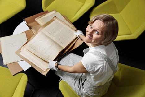 Lotta Wennäkoski tutustui Mobergin kesken jääneeseen oopperaan Sibelius-Akatemian kirjastossa.