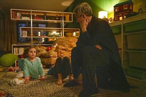 Breeders-sarjan isä Paul kärsii lastensa takia muun muassa huonoista yöunista ja vihanhallintaongelmista.