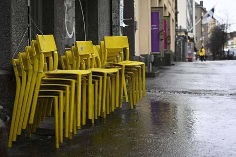 Suljettu ravintola Vaasankadulla Helsingissä 9. huhtikuuta 2021. Ravintolat pidetään tämänhetkisen koronavirustilanteen perusteella suljettuina 18. huhtikuuta saakka.