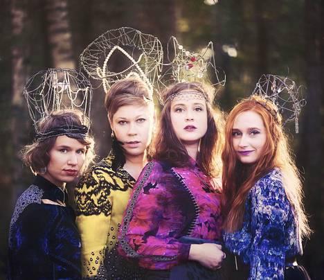 Enkel oli toinen levypalkinnon voittajista. Sen jäseniä ovat Iida Savolainen (vas.), Miia Palomäki, Leija Lautamaja sekä Maija Pokela.