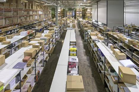 Finnish Design Shopilla on 5000 neliömetrin kokoinen varasto Turussa. Nyt yhtiö on rakentamassa uutta varastoa, jossa tuotteiden keräily on automatisoitu.