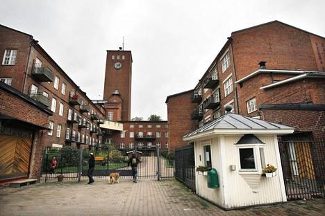 Suomen ensimmäinen höyrykoneella toiminut tehdas oli Littoisten verkatehdas, joka sai Fiskarsilta tilaamansa höyrykoneen käyttöönsä vuonna 1844. Nykyään tehtaassa on asuntoja ja liiketiloja.