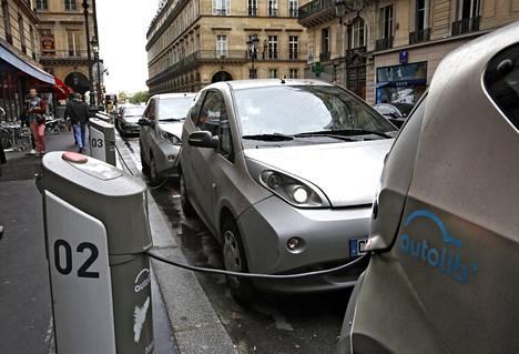 Pariisi aikoo karkottaa polttomoottoriautot kaupungista vuoteen 2030 mennessä.