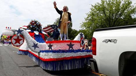 Itsenäisyyspäivän paraatissa Washingtonissa esiintyi perinteiseen tapaan historiallisia hahmoja.