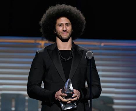 Colin Kaepernick valittiin Sports Illustrated -lehden vuoden urheilupersoonaksi.