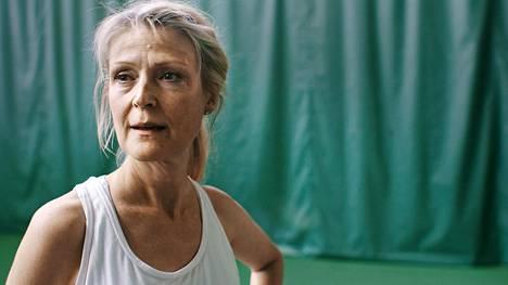 Johannalla (Milka Ahlroth) on edessään tiukka matsi.