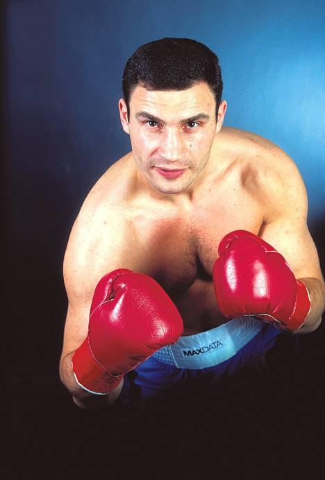 Vuonna 1971 syntynyt Vitali Klytško on voittanut maailmanmestaruuden sekä nyrkkeilyn raskaassa sarjassa että potkunyrkkeilyssä.
