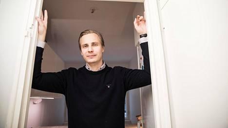 """""""Vaikka maksoimme yli pyyntihinnan, olemme silti tosi tyytyväisiä. Mielestäni kauppahinta jäi alle markkinahinnan"""", Petteri Kivelä kertoo pariskunnan Etelä-Haagasta hankkimasta kodista."""