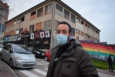 Marco Fernández ja kymmenet muut Movimiento Antirrepresivo de Madrid -liikkeen jäsenet kerääntyivät tällä viikolla kulttuuri- ja kansalaiskeskukseen vallatussa talossa Vallecasin kaupunginosassa pohtimaan jatkoa mielenosoituksille.