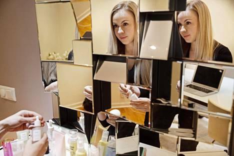Tukholmassa asuva kauneusbloggaaja Virve Fredman on luottanut korealaiseen ihonhoitorutiiniin yli kahden vuoden ajan. Häntä viehättää erityisesti sen elämyksellisyys.