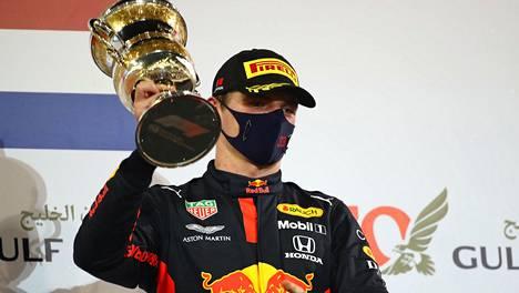 Max Verstappen otti Bahrainissa jo kauden kuudennen kakkossijansa. Voittoja on yksi ja kolmossijoja kolme.