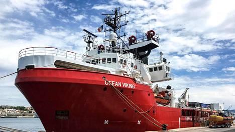 Ocean Viking -alus kesäkuussa ankkuroituna satamassa Marseillessa Ranskassa.