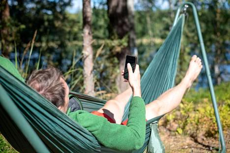 Puhelin voi ylikuumeta, jos sitä käyttää suorassa auringonpaisteessa.