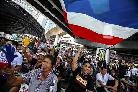 Opposition mielenosoittajia Bangkokissa 12. helmikuuta.