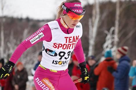 Riitta-Liisa Roponen hiihti Suomen mestariksi naisten kymmenen kilometrin vapaan hiihtotavan kilpailussa lauantaina.