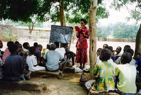 Eteläafrikkalainen Praesa-järjestö edistää lasten ja nuorten lukemista ja afrikkalaista tarinankerronnan perinnettä.