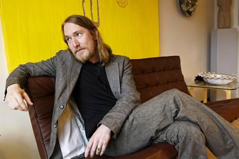 Antti Salminen kuvattuna joulukuussa 2014, jolloin hän sai nuorille kirjailijoille suunnatun Kalevi Jäntin palkinnon.