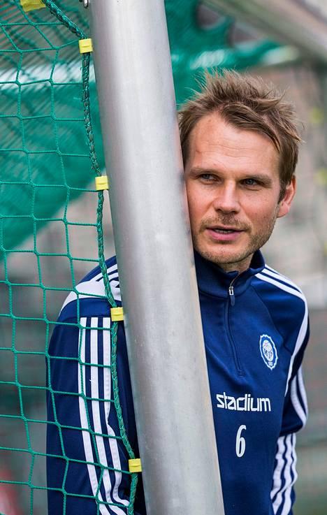 HJK:n toppari Markus Heikkinen joutui monien muiden kokeneiden pelaajien kanssa ulos Rapid Wienistä, kun itävaltalaisjoukkue teki nuorennusleikkauksen.