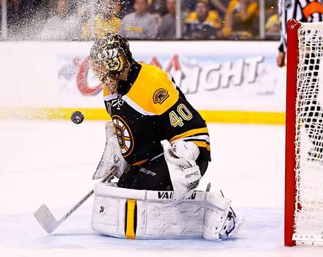 Boston Bruinsin Tuukka Rask torjui kauden päätösottelussaan 15 kertaa ja antautui kolmesti.