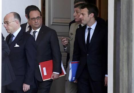 Ranskan presidentti Franois Hollande poistumassa hallituksen hätäkokouksesta.