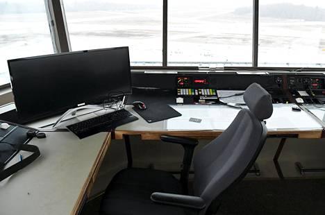 Malmin lentokentän lennonjohtotorni tammikuun alussa.