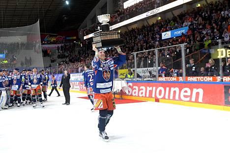 Tapparan viime vuosien valovoimaisin tähti Patrik Laine poistui kotimaan kentiltä keväällä 2016 kotiyleisön edessä voitetun Suomen mestaruuden jälkeen.
